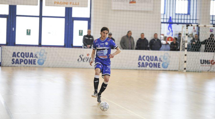 Sergio Romano in campo nella 22a di campionato