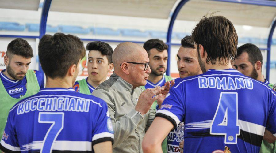 Ricci e i giocatori nerazzurri ieri contro il Kaos (credit G. Fortunato)