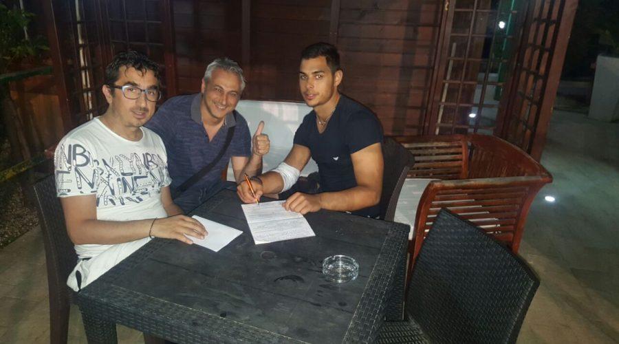 Casassa firma il rinnovo con il ds D'Egidio e l'a.d. Colatriano